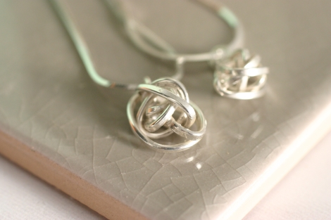 silver lovers knot pendant (medium)