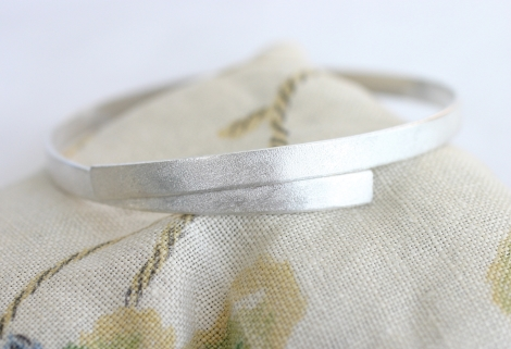 simple matt silver bangle