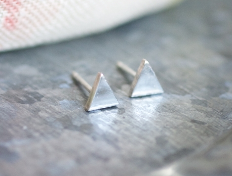 silver triangular stud earrings (shiny)